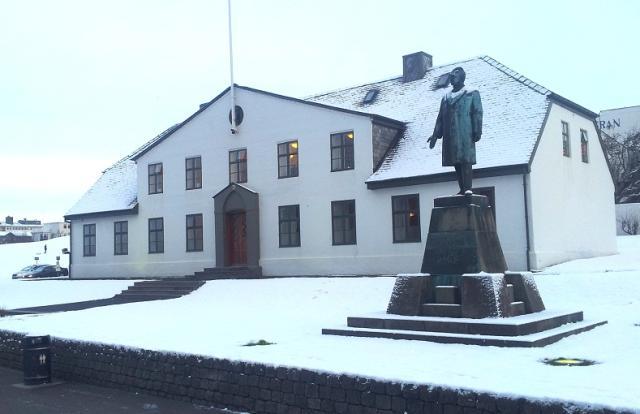 Utanríkisráðherra segir að styrkja þurfi ráðuneytin.
