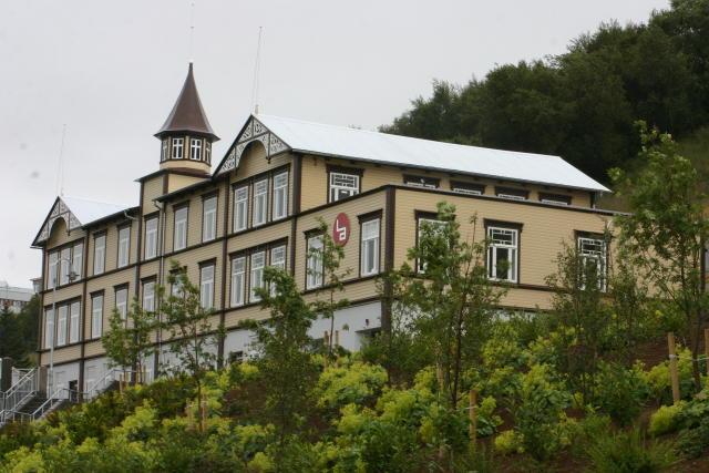 Frá samkomuhúsi Akureyrar.
