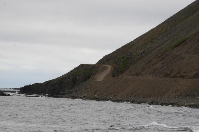 Kaldbakshorn gnæfir yfir Kaldbaksvík á Ströndum.