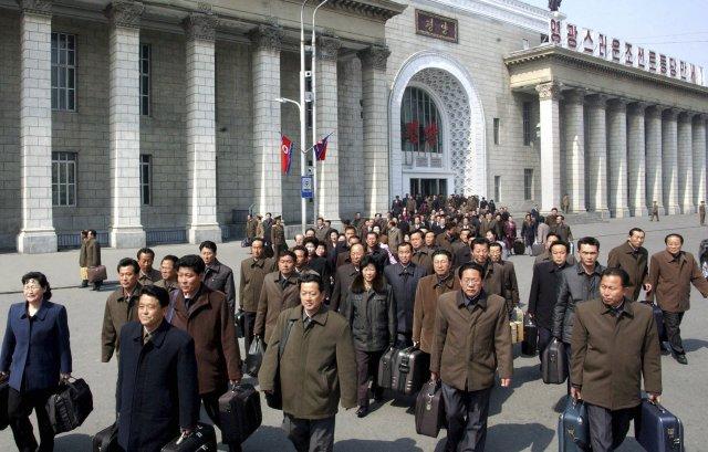 Við aðallestarstöðin í Pyongyang í apríl 2012.