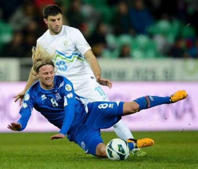 Birkir Bjarnason í leik gegn Slóveníu.