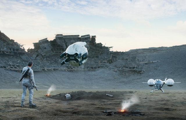 Tom Cruise við tökur á Oblivion á Íslandi..