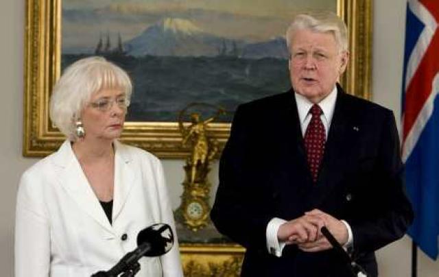 Jóhanna Sigurðardóttir disagrees with President Ólafur Ragnar Grímsson on the ...