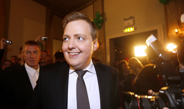 Sigmundur Davíð Gunnlaugsson brosti þegar hann gekk á fund forseta ...
