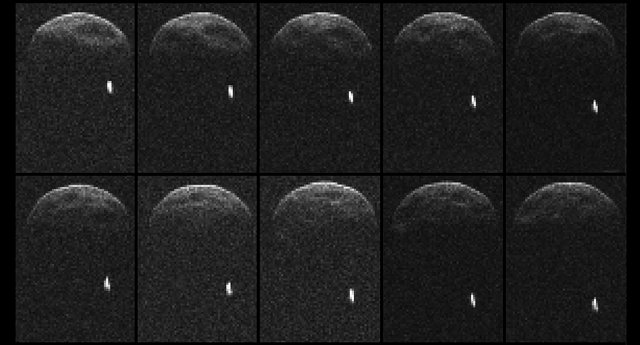 Ljósmynd frá NASA sem sýnir nokkrar myndir að af smástirninu ...