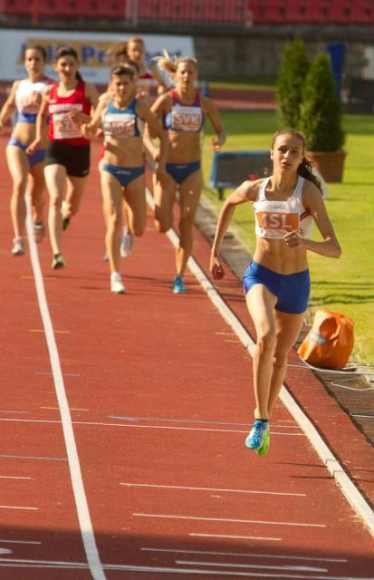 Aníta Hinriksdóttir stakk keppinauta sína snemma af í 800 metra …