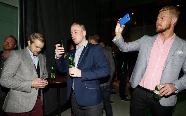 Aron Orrason, Arnar Ásgeirsson og Þorsteinn Halldór allir með símana …