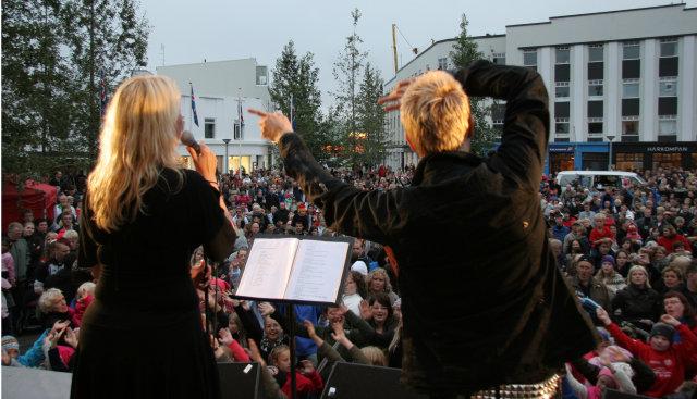 Ein með öllu takes place in Akureyri.