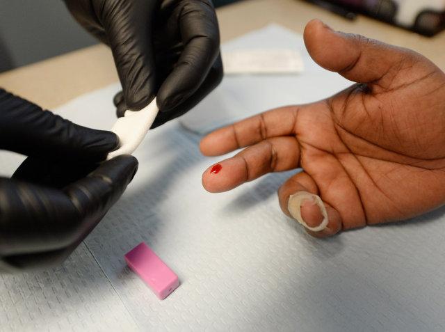 Á síðasta ári smituðust 2,3 milljónir manna af HIV veirunni.