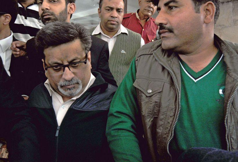 Rajesh Talwar hefur líkt og eiginkona hans setið á bak ...