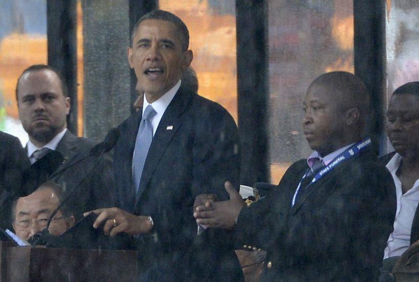 Túlkurinn lét fara vel um sig við hliðina á Barack …