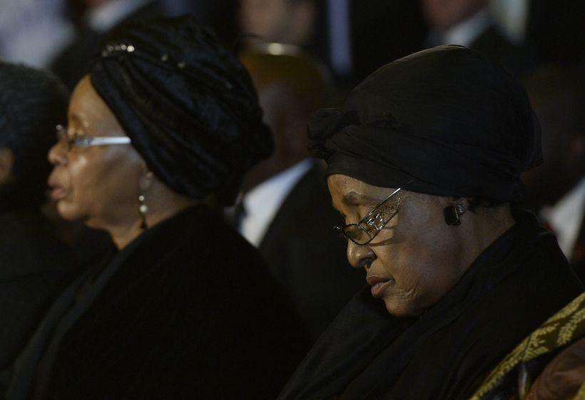 Ekkja Mandela, Graca Machel, og fyrrverandi eiginkona hans, Winnie Mandela …