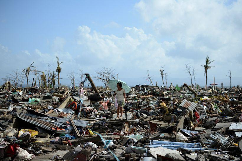 Ofurfellibylurinn Haiyan lagði borgina Tacloban á Filippseyjum að miklu leyti ...