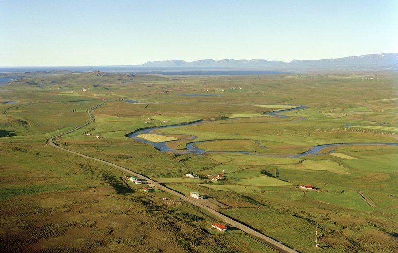 Víðihlíð og Víðigerði í Húnaþingi vestra eru við þjóðveginn, félagsheimilið ...