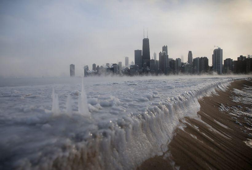Michigan vatn við Chicago í Illinois botnfraus í gríðarlegum frosthörkum ...