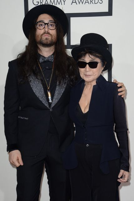 Mæginin Sean Lennon og Yoko Ono á Grammy-verðlaunahátíðinni 2014.