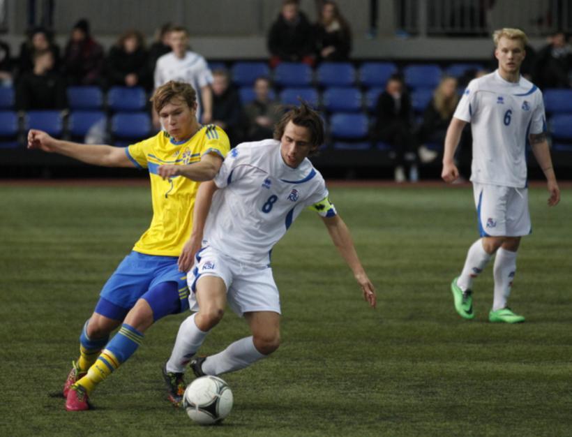 Oliver Sigurjónsson í leik með 19 ára landsliði Íslands.