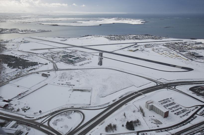 Reykjavíkurflugvöllur úr lofti. Samstarfshópurinn telur að fullkanna þurfi flugvallarskilyrði í ...