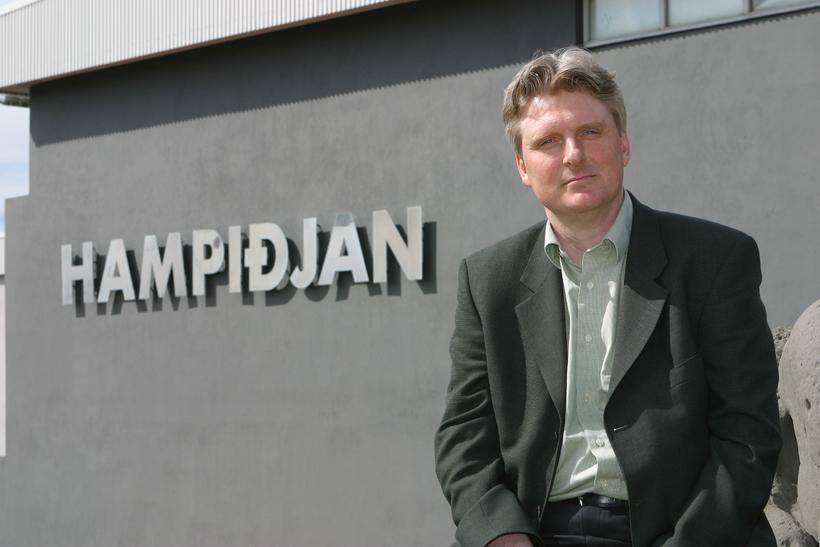 Jón Guðmann Pétursson hefur sagt sig úr bankaráði Landsbankans.