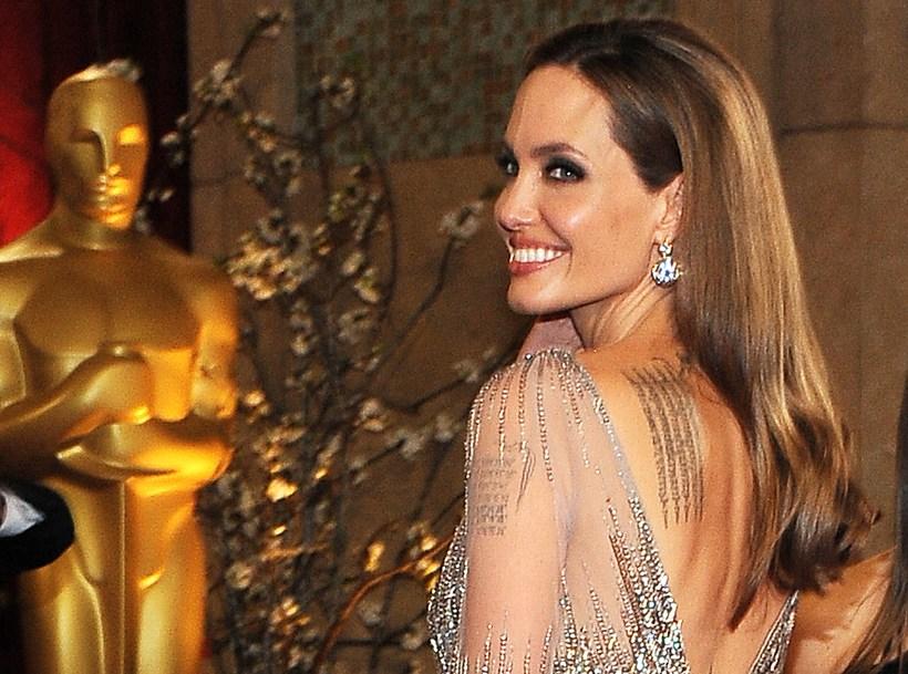 Leikkonan Angelina Jolie er með nokkur húðflúr á líkamanum.