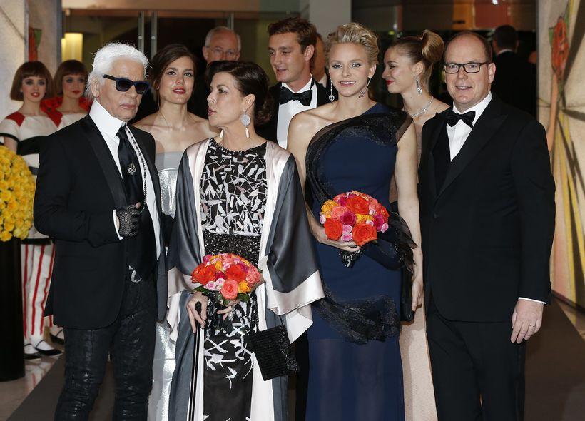 Karl Lagerfeld, Charlotte Casiraghi, Karólína Mónakóprinsessa ásamt Charlene og eiginmanni ...