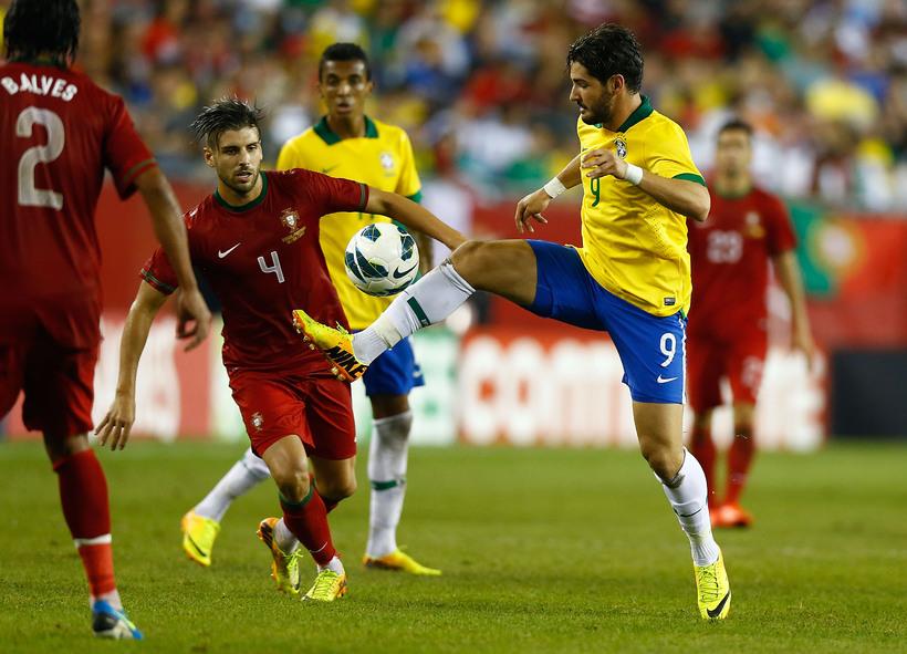 Alexandre Pato í leik með brasilíska landsliðinu.