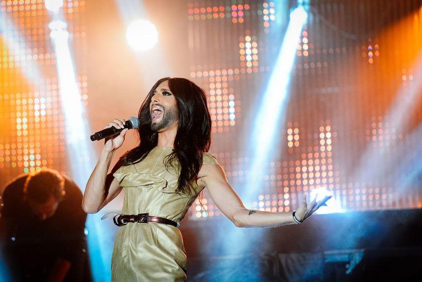 Conchita Wurst sigraði Eurovision árið 2014 með laginu Rise Like ...