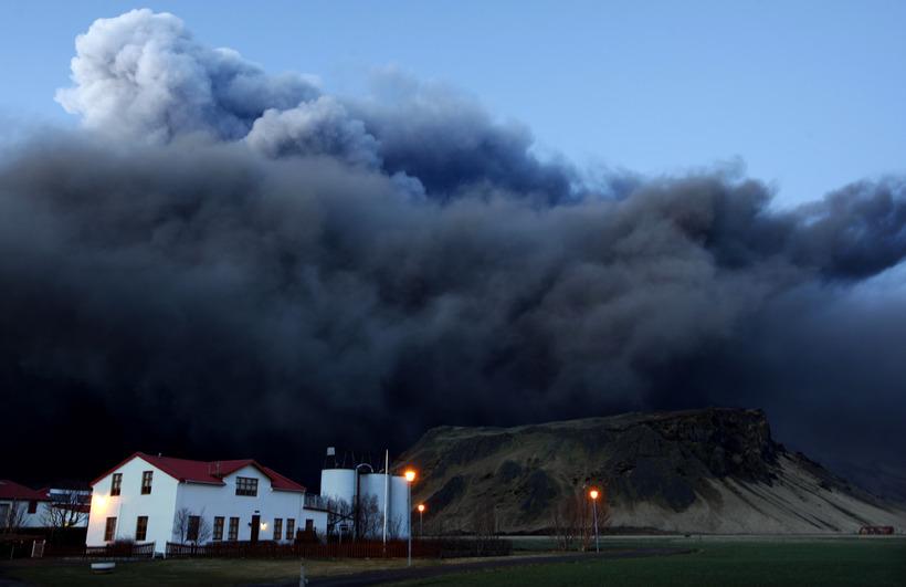 Öskuský gleypti bæinn Þorvaldseyri í gosinu 2010.