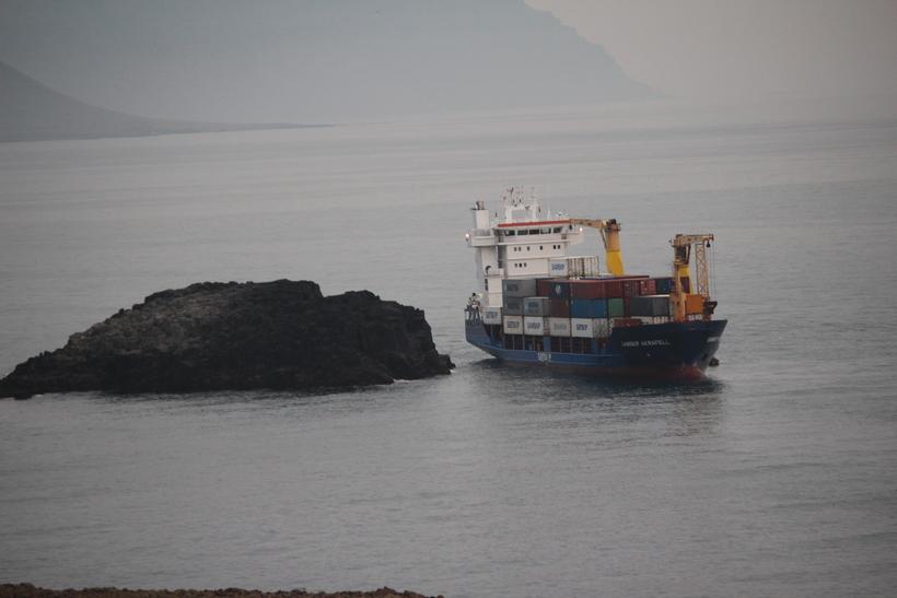 Mynd af strandstað -Akrafell, flutningaskip Samskipa, strandaði á fimmta tímanum ...