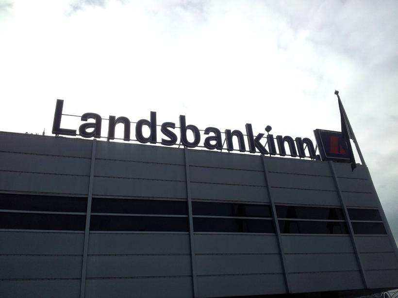 Málið var höfðað gegn Landsbankanum vegna verðtryggingarákvæðis.