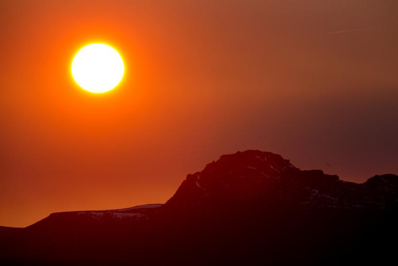 Sólarupprás er einni klukkustund seinna á Íslandi en náttúruleg sólarklukka ...