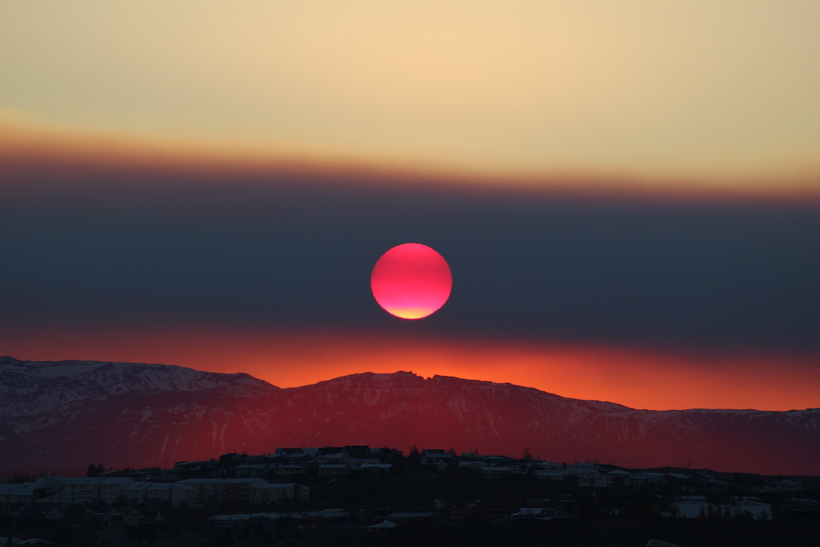 Red Moon? Cool, but Reykjavík got the red sun.