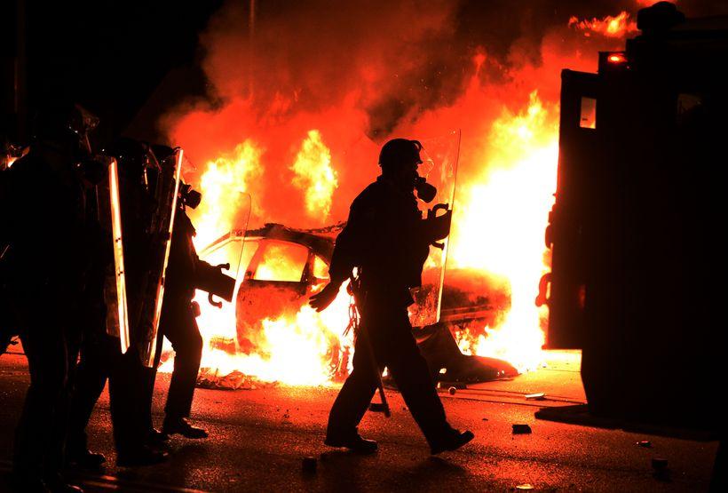 Gífurlegt ofbeldi braust út í Ferguson í kjölfar drápsins á …