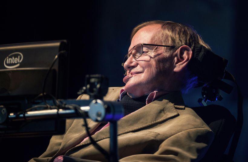 Stephen Hawking óttast að gervigreind komist á það stig að ...