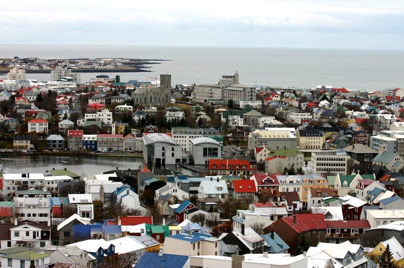 Markaðsaðilar spá því að vextir verði 4% og evran 140 ...