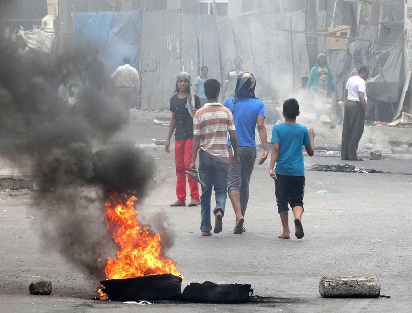 Ungir mótmælendur í borginni Aden í Jemen í gær.