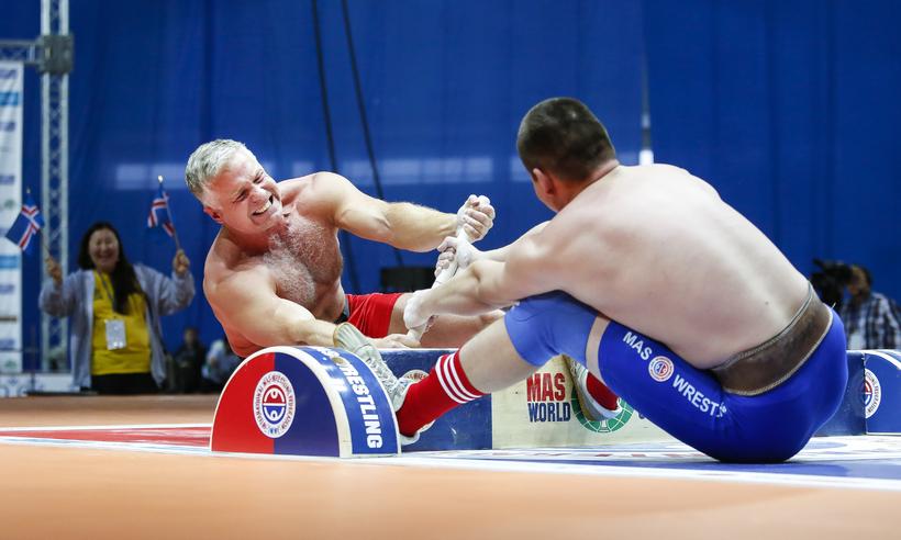 Sölvi Fannar competing in MAS Wrestling with Russian Sergey Frolkin.