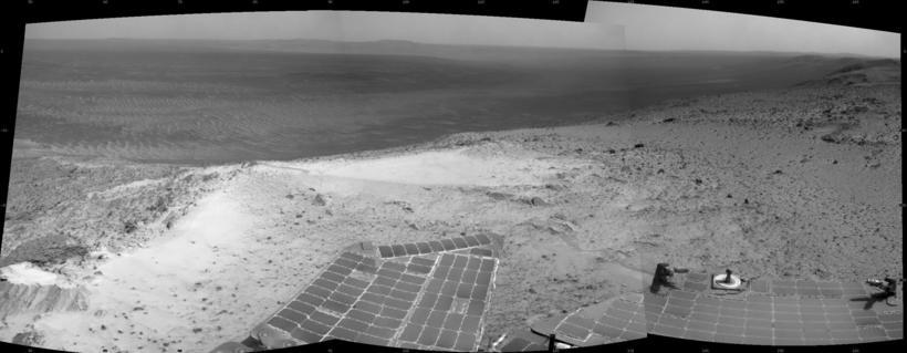 Mynd sem könnunarjeppinn Opportunity tók af toppi Erfiðleikahöfða á Mars ...