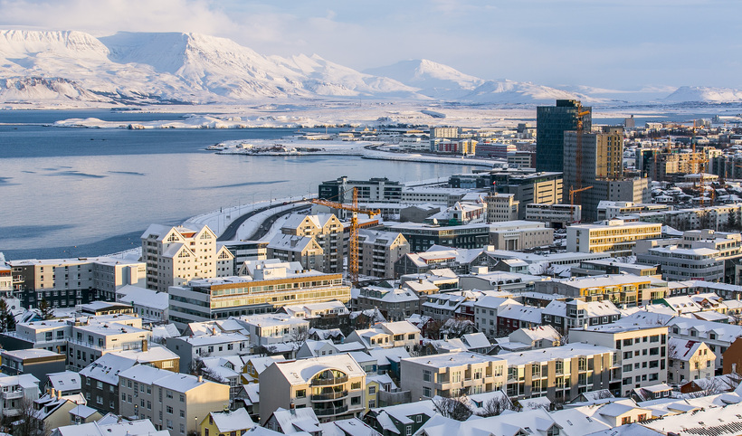 Það sem af er árinu 2016 hafa meðalviðskipti á mánuði ...