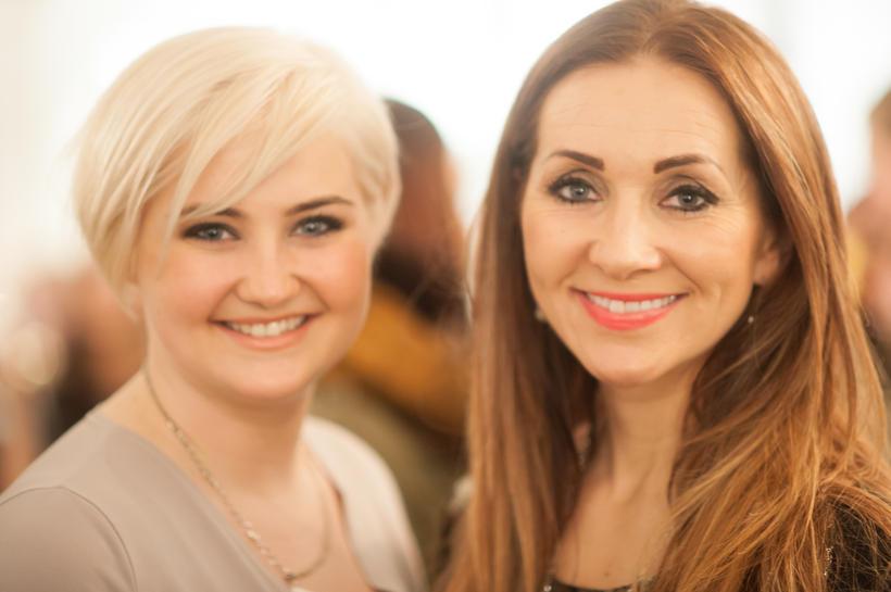 Katla og María Krista Hreiðarsdætur voru glaðar á opnuninni.