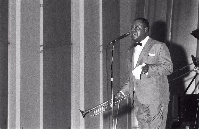 Louis Armstrong á tónleikum í Háskólabíói árið 1965. Hann var ...