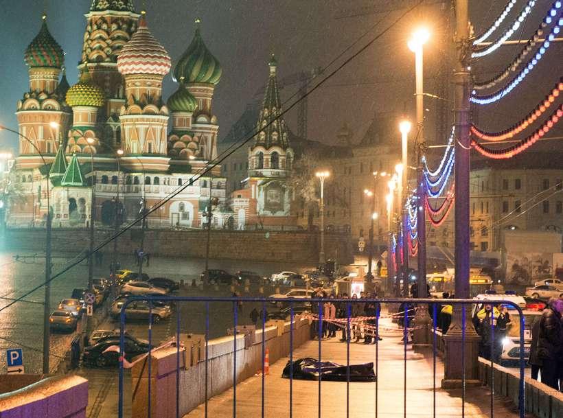 Kirkja heilags Basils er drungalegur bakgrunnur þar sem lík Nemtsov ...