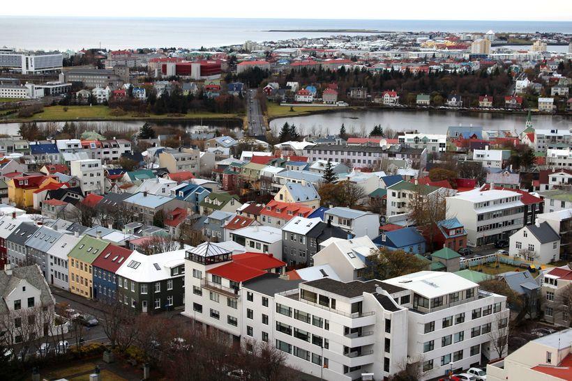Fasteignaverð á höfuðborgarsvæðinu hækkaði um 2,7% milli mánaða í mars.