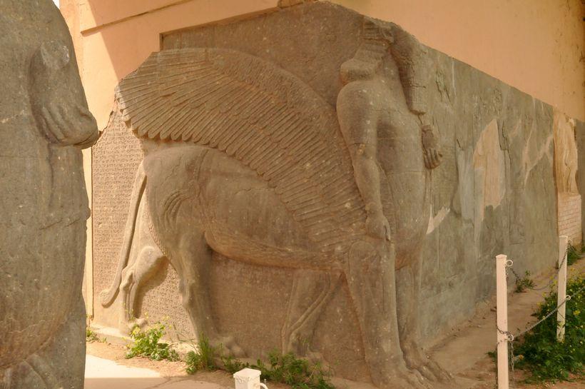 Nimrud liggur um 30 km suðaustur af Mosul og var ...