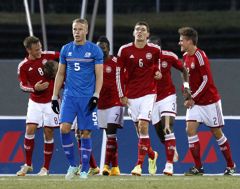 Hjörtur Hermannsson í leik með íslenska U21 árs liðinu gegn ...