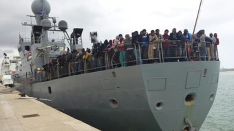 Icelandic patrol ship brings 320 refugees to safety in Sicily.