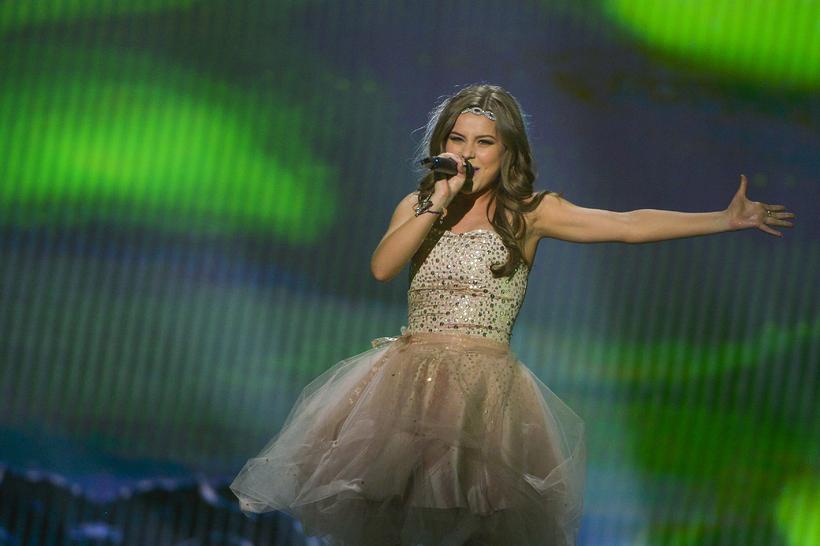 María Ólafsdóttir performing 'Unbroken'.
