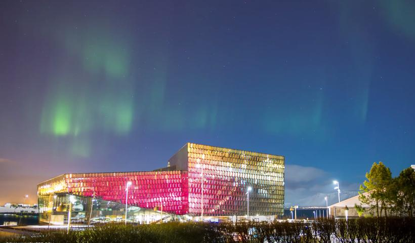 The light sequence in the glass facade of Harpa is ...