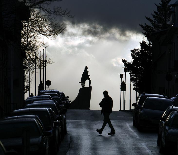 A statue of Leifur Eiríksson in front of Hallgrímskirkja church ...