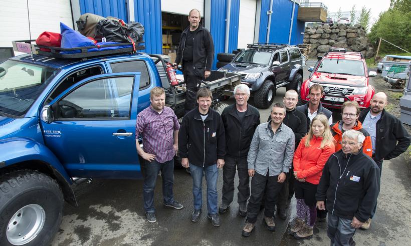 Starfsmenn Arctic trucks ásamt einstaklingum frá finnsku og þýsku pólarstofnununum ...